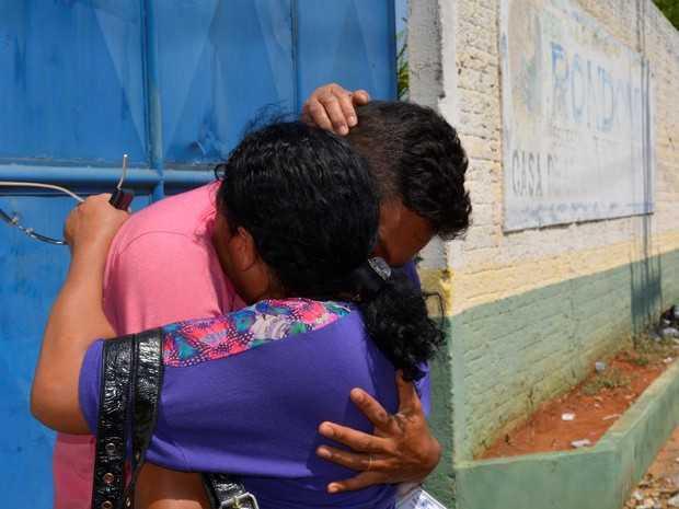 Primeiro visitante ao deixar o presídio na manhã desta segunda-feira (22) (Foto: Jeferson Guedes/G1)