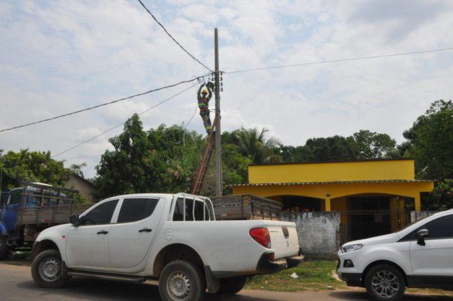 Funcionários da Eletrobras estiveram no local para realizar o corte no fornecimento de energia da delegacia /Foto: Douglas Richer-ContilNet
