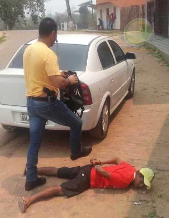 Momento da abordagem do suspeito no centro da cidade de Xapuri