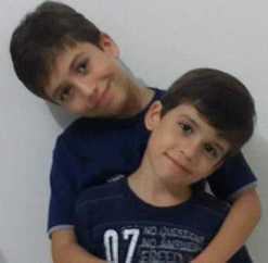 João, 12 anos e Isaque, de8