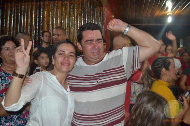 Prefeita eleita com seu vice, Carlinho do Pelado comemoram vitória na cidade de Braisléia.