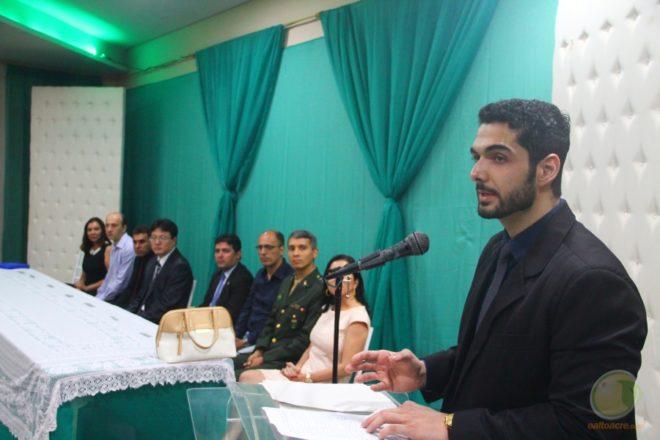 Delgado Fares no momento de seu discurso após ser empossado - Foto: Alexandre Lima