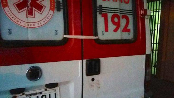 Pedaço de gaze chamou atenção na porta da ambulância - Foto/cedida