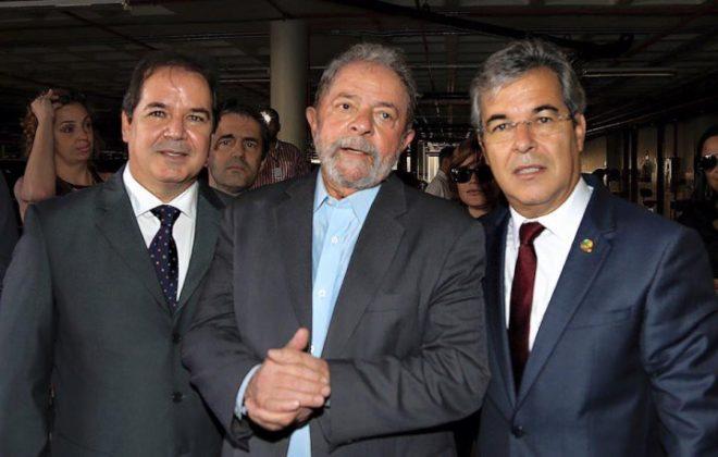 Tião e Jorge Viana, ao lado do ex-presidente Lula, negam as acusações.