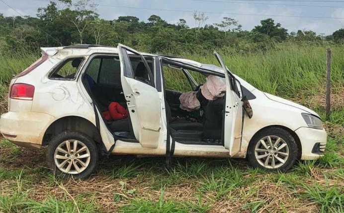 Todos os passageiros do táxi escaparam com ferimentos leves.