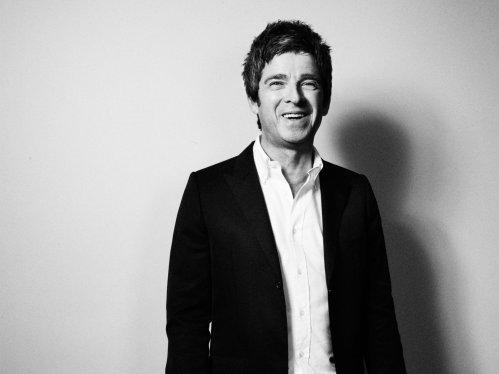 Noel-Gallagher-December-Esquire-6-43