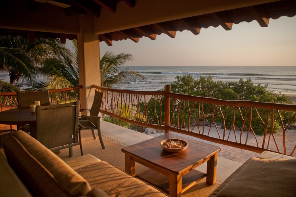 Casa Oasis Troncones beachfront Penthouse Flat in the sunset
