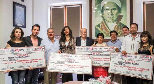 Entrega Villacaña estímulos del programaEmprendedores Juveniles 2015