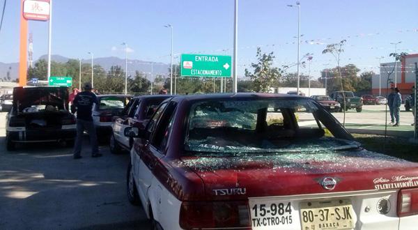 Violenta agresión del FP 14 de junio contra taxis de Xoxo