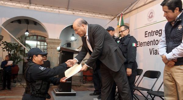 174 elementos de Policía Municipal reciben certificado de bachillerato