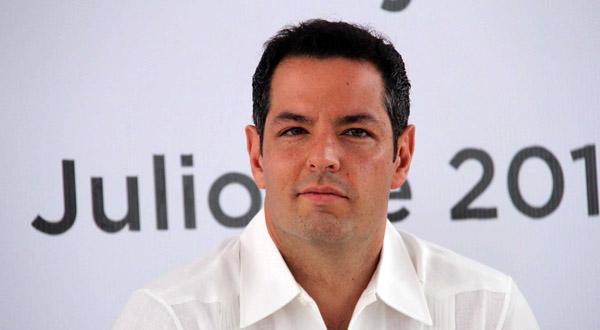 Acomoda Alejandro Murat sus piezas para arrancar su campaña política.- Alberto Unda