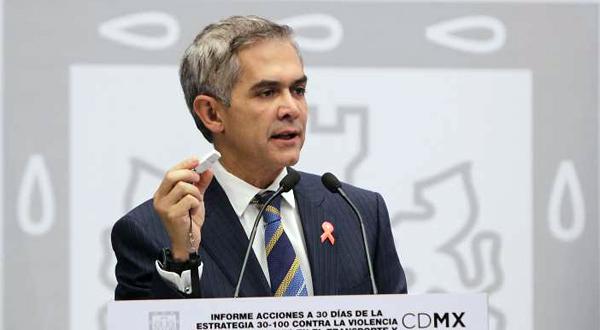Ciudadanos critican silbato como medida contra el acoso en Ciudad de México