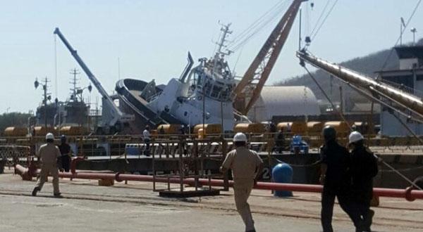 Remolcador de Pemex sufre aparatoso accidente en el Astillero de Marina