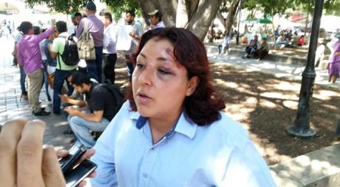 Denuncian a coordinador de Derecho y porros de agresión a opositores al alza al pasaje