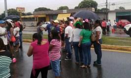 Padres y profesores toman la carretera para exigir limpieza