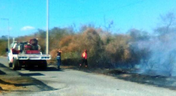 Controlan incendio que amenazaba a hospital
