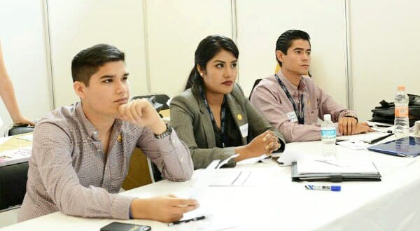 Propone joven mixteca regular la educación sexual en México