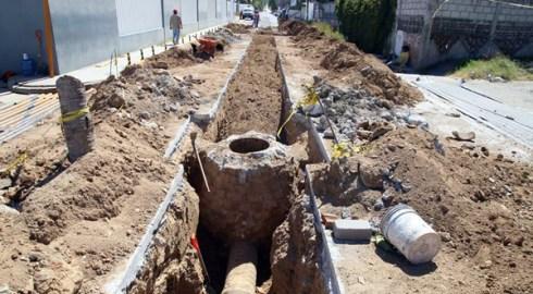 Rehabilitan drenaje que afectaba a vecinos de la oriente