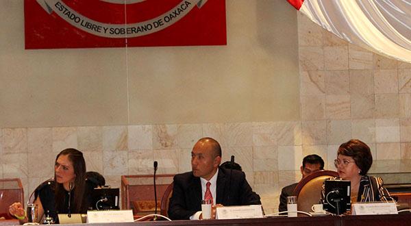 Alto al pirataje y corrupción en el transporte público, piden diputados