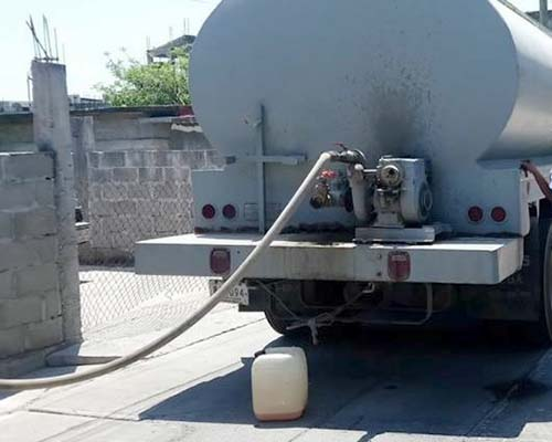 Ante escasez de agua, piperos hacen su agosto