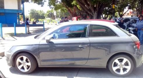Policía Municipal asegura vehículo con reporte de robo