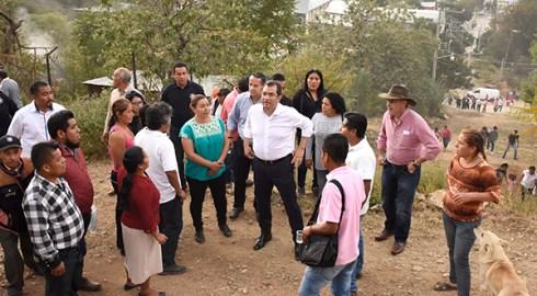 En Pueblo Nuevo, informa Oswaldo García alcances de la renovación del alumbrado público