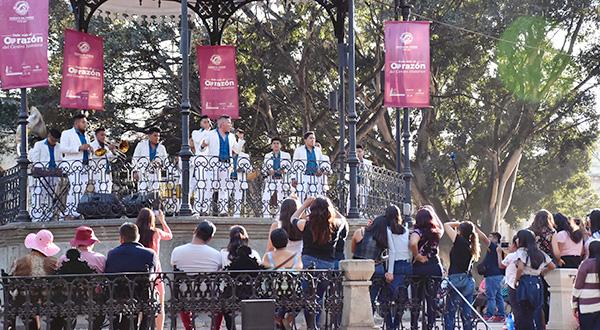 Ayuntamiento y banda Tierra Mojada ofrecen espectáculo en el kiosco de la ciudad