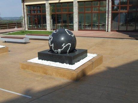Plutajuce granitne sfere - cover