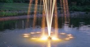 plutajuca-fontana Pond-jet tokom noći