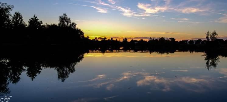 Coucher de soleil sur Saint Sylvain d'Anjou (Maine et Loire)13