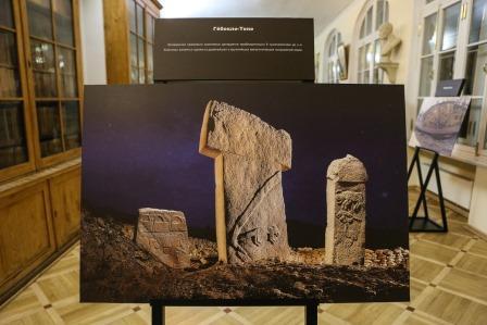 «Недостающее звено истории». Турецкие археологи представили в СПбГУ древнейший мегалитический комплекс в мире