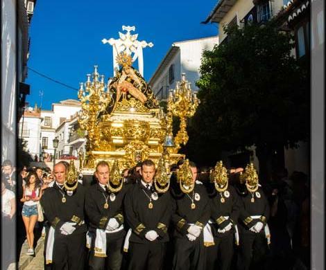 Procesión gloriosa tras las Coronación de Nuestra Señora de las Angustias