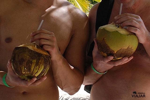 Agua de coco. Isla Saona