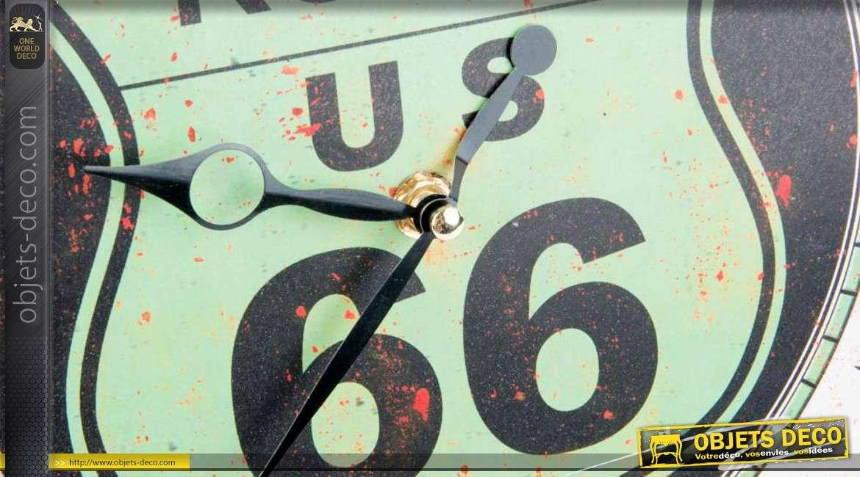 2 horloges en forme de grandes capsules signes Route 66 US