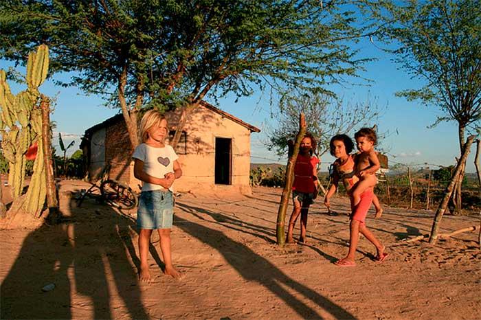 Redução do déficit de altura nas crianças brasileiras - Foto.: Wikipédia.