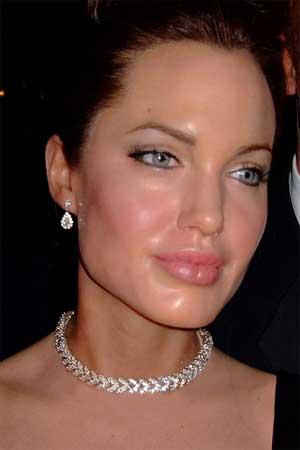Lábios carnudos como os de Angelina Jolie faz mulheres aparentarem mais jovens