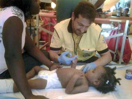 Criança curada por médicos depois de seis dias sepultada