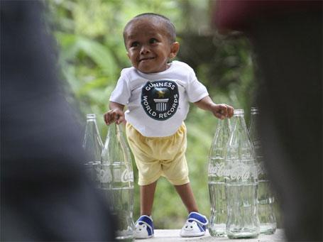 Guiness: menor homem do mundo tem 61 cm