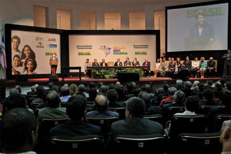 Foto da presidenta Dilma Rousseff discursando