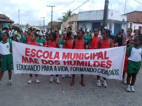 Foto 2 - passeata da Escola Municipal Mãe dos Humildes