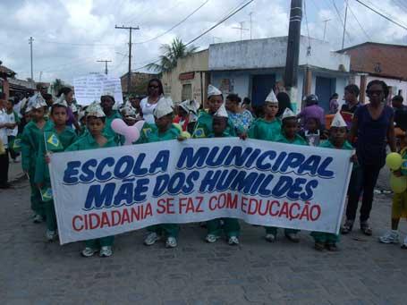 Foto 3- passeata da Escola Municipal Mãe dos Humildes, ECA