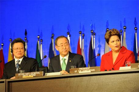 Foto do secretário geral com Dilma