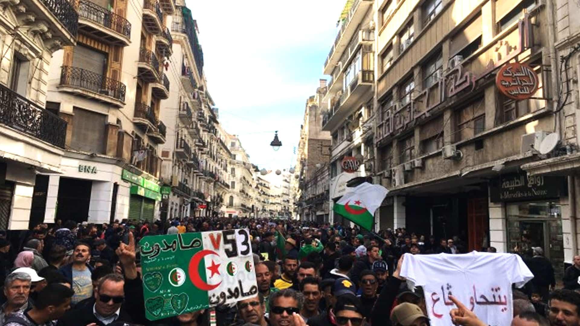 Direct - Algérie : Les Algériens célèbrent le premier anniversaire du Hirak