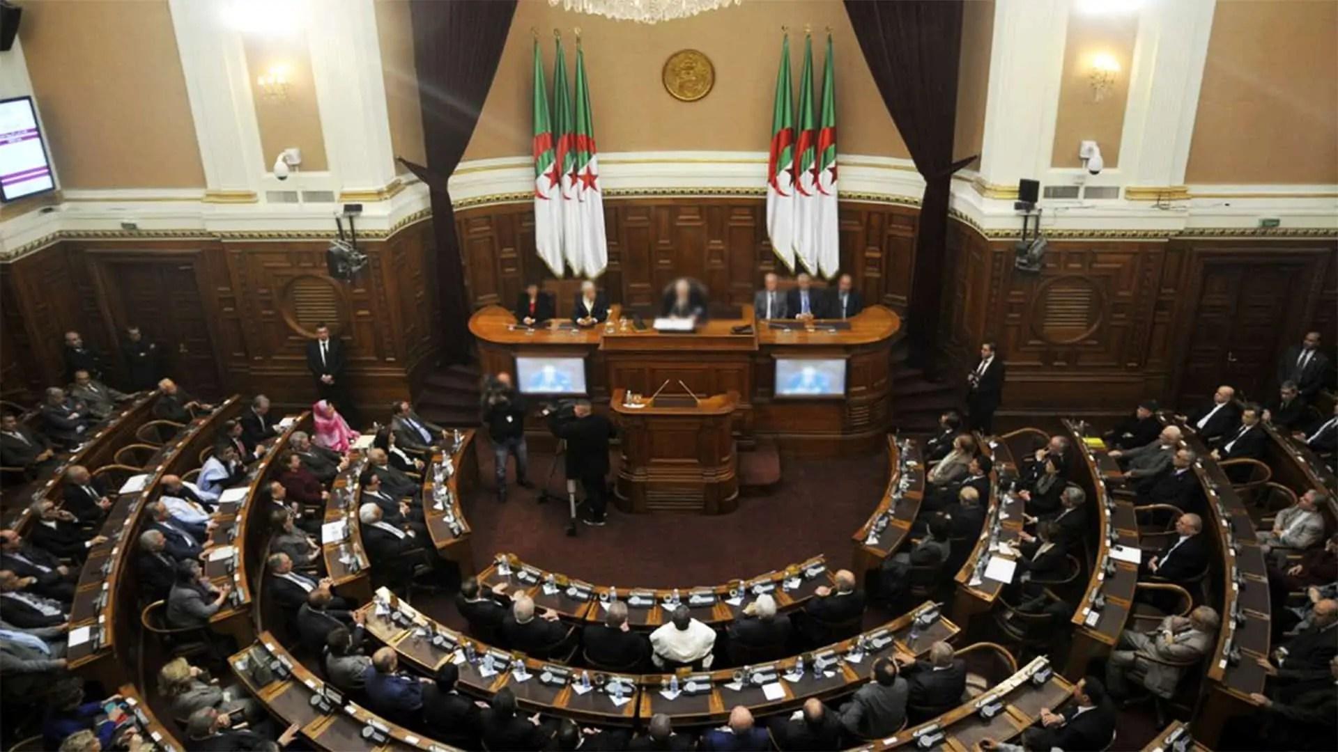 Les parlementaires algériens ont dépensé 3600 milliards dans les voyages à l'étranger