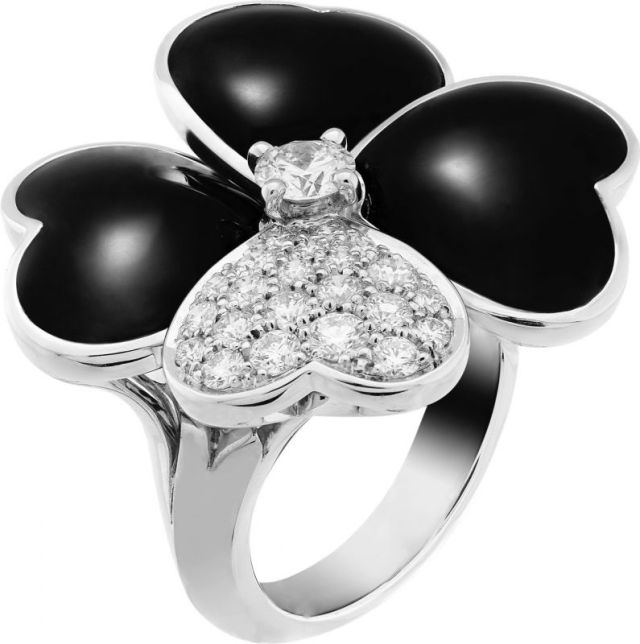 VCARO5RA00_Cosmos large model ring, white gold, onyx, diamonds, diamond center_554690