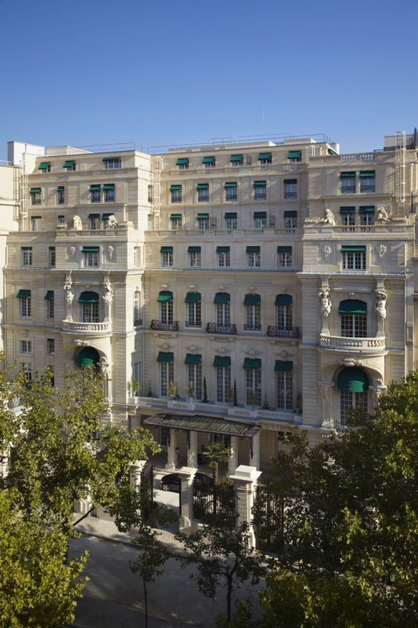 Facade - Shangri-La Hotel, Paris_la-mode-c-nous_live-la-mode-c-nous_lmcn_livelamodecnous_llmcn_
