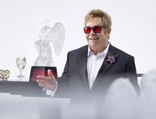 Lalique_Elton-John-interview-copyright-Gilles-Pernet_lamodecnous.com-la-mode-c-nous_livelamodecnous.com_live-la-mode-c-nous_lmcn_livelamodecnous