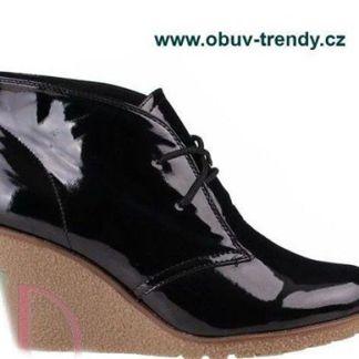 lakované boty na klínku