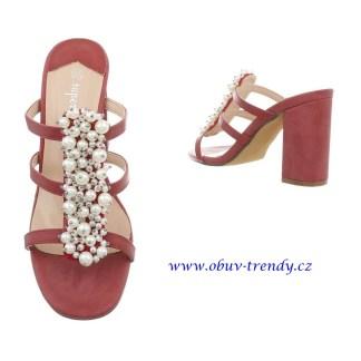 pantofle zdobené perly