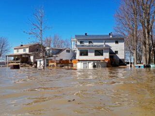 洪水围城敲警钟 如何应对成难题